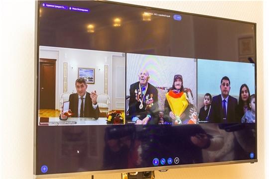 С супругами Аввакумовыми из села Янтиково Олег Николаев поговорил по видеосвязи