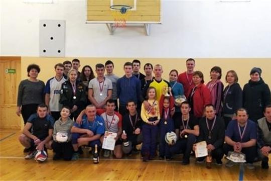 В Тораевском сельском поселении прошло соревнование по волейболу на призы «Деда Мороза»