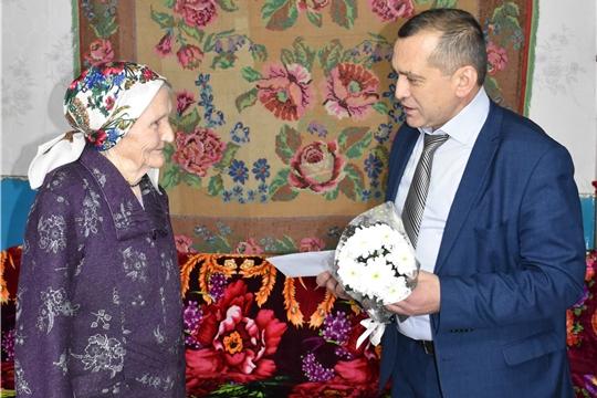 Глава администрации Моргаушского района Р.Н. Тимофеев поздравил М.С. Дмитриеву с 90-летием: «жизнь прекрасна и в 90 лет»