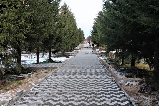 В рамках нацпроекта «Жилье и городская среда» в Моргаушском районе благоустраивается Парк Победы в районном центре