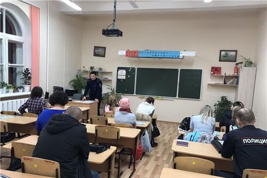 Блюстители порядка Московского района г. Чебоксары ознакомили население с обстановкой на административных участках