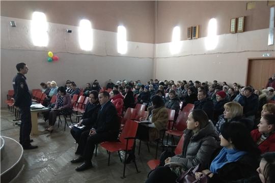 Участковые уполномоченные полиции ознакомили жителей Московского района с обстановкой на административных участках