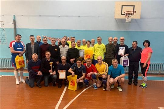 Волейболисты Чапаевского поселка посвятили свое удачное выступление 75-летию Великой Победы