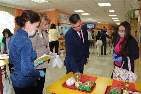 В Чебоксарах по решению главы администрации 5 тыс. школьников льготной категории бесплатно получат продуктовые наборы