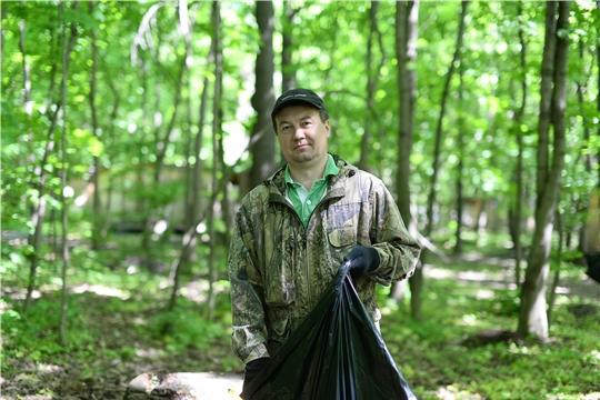 Муниципальные служащие провели экологический субботник в Роще Гузовского и Берендеевском лесу