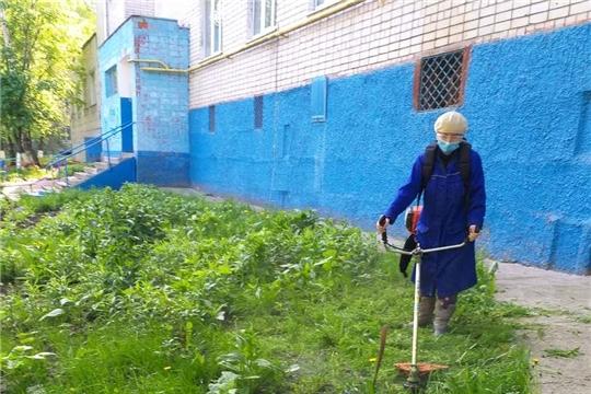 На чебоксарских улицах начался второй этап покоса травы