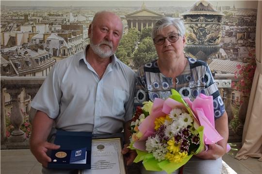 Чебоксарским супружеским парам вручили медали «За любовь и верность»