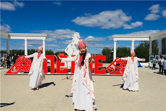 """""""Жизнь столицы"""" Открытие выставки под открытым небом «Она»+"""