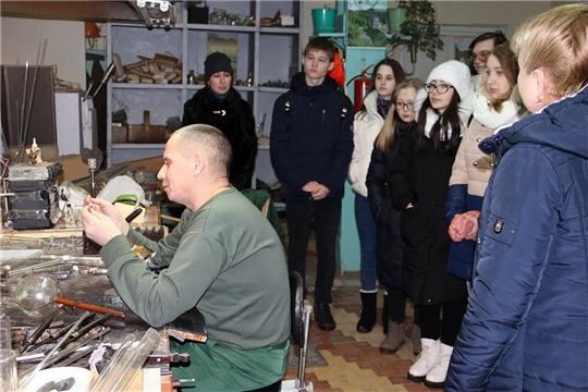 Мастерскую научно-исследовательского центра ПАО «Химпром» посетили студенты НХМТ