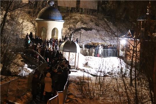 г. Новочебоксарск: в Крещенскую ночь горожане окунаются в купелях у Собора святого князя Владимира