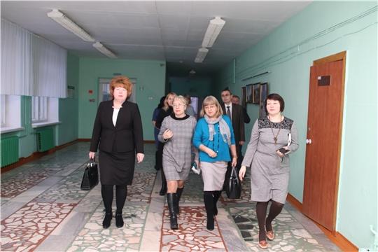 Глава администрации Новочебоксарска Ольга Чепрасова провела выездное совещание в школе № 11 по обращению жительницы города