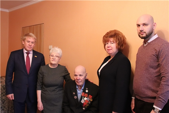 г. Новочебоксарск: юбилейную медаль в честь 75-летия Великой Победы вручили ветерану Александру Ивановичу Кулагину