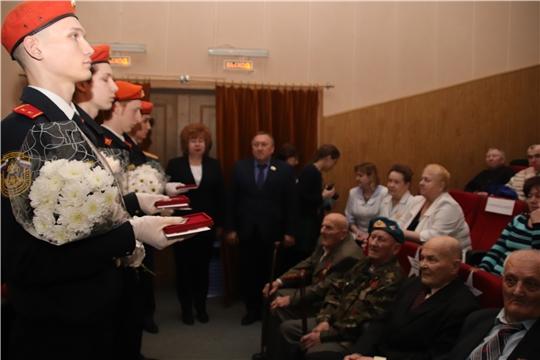 г. Новочебоксарск: на праздничном концерте в честь Дня защитника Отечества ветеранам вручили юбилейные медали «75 лет Победы в Великой Отечественной войне»