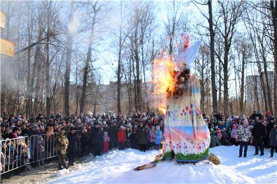 Новочебоксарцы в первый день весны широко отпраздновали Масленицу