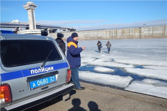 Сотрудники инспекторского участка Центра ГИМС и спасатели продолжают проводить рейды на Волге