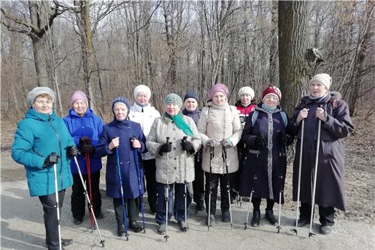 Скандинавская ходьба стала одним из любимых видов спорта представителей старшего поколения Новочебоксарска