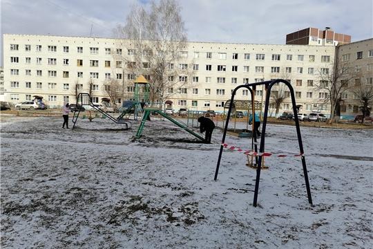 В Новочебоксарске усилена работа по ограждению спортивных и детских комплексов