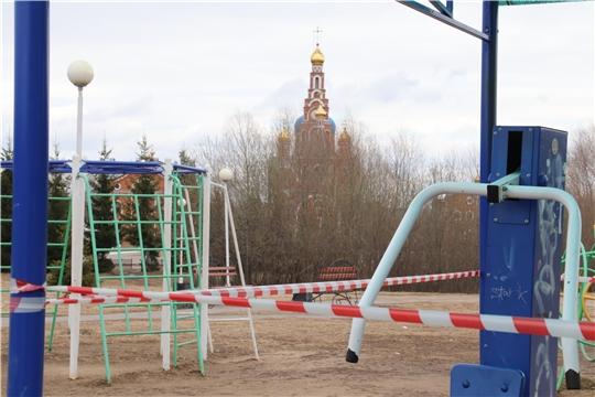 В Новочебоксарске продолжается работа по ограждению спортивных и детских комплексов