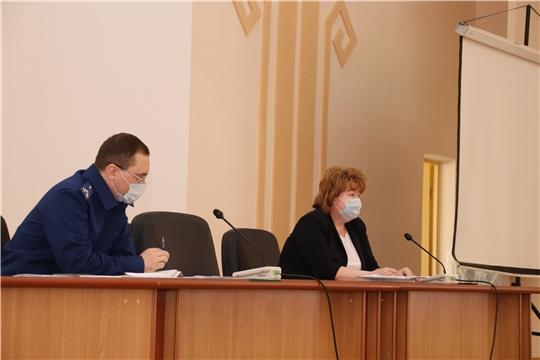 г. Новочебоксарск: на заседании оперативного штаба по предупреждению распространения COVID-19 обсудили работу мобильных групп, штрафы за нарушение режима самоизоляции и порядок оформления актов