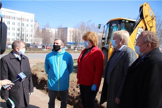 Депутаты Госсовета Чувашии и Новочебоксарского городского Собрания депутатов ознакомились с ходом ремонта улицы Винокурова