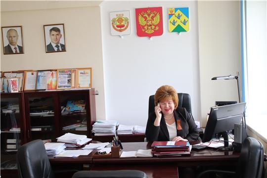 Глава администрации Новочебоксарска Ольга Чепрасова поздравила ветеранов по телефону