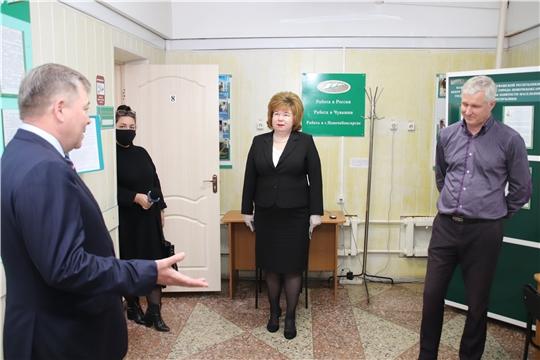 Депутат Госдумы Николай Малов ознакомился с работой Центра занятости города Новочебоксарск