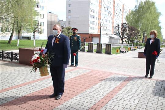 В Новочебоксарске состоялось возложение цветов к монументам и памятникам