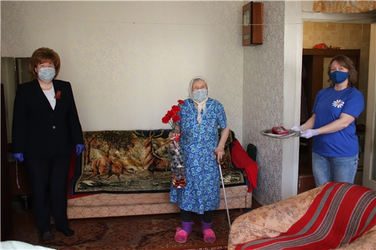 г. Новочебоксарск: глава администрации Ольга Чепрасова поздравила ветерана Марию Артемьевну Клементьеву