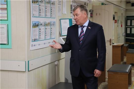 Депутат Госдумы Владимир Малов ознакомился с работой Центра занятости города Новочебоксарск