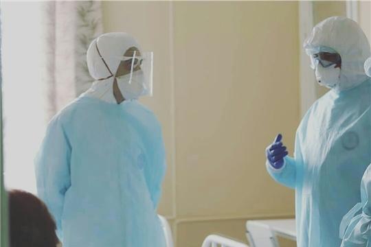 Медики Чувашии начали получать дополнительные выплаты за работу с пациентами с COVID-19