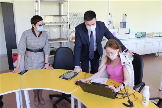 Министр Сергей Яковлев  ознакомился с организацией  образовательного процесса в новочебоксарских  «Кванториуме»   и химико-механическом техникуме