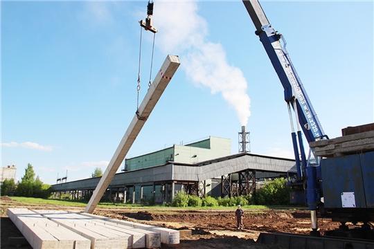 На строительной площадке ПАО «Химпром» произвели вдавливание первой сваи нового производства перекиси водорода