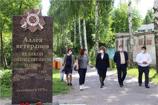 Ольга Чепрасова совместно с главой г. Новочебоксарск Олегом Матвеев выехали на Аллею Ветеранов, для обсуждения благоустройства территории.