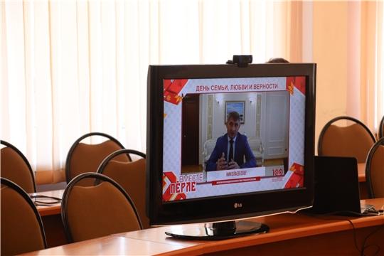 Олег Николаев поздравил новочебоксарскую семью с Днем семьи, любви и верности и заявил о дополнительных мерах поддержки многодетных
