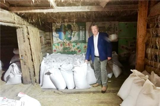 Чебоксарская ГЭС передала Ельниковской роще 4 тонны кормов для животных зоопарка и оборудование для лесоочистки