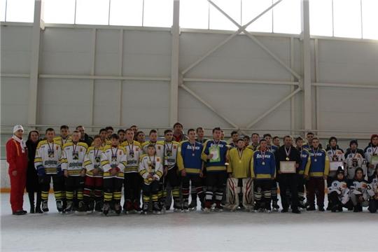 Команда «Яльчики» – победитель «Золотой шайбы» в старшей группе сельских команд
