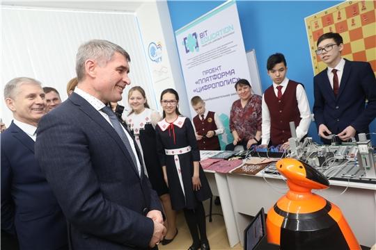 Олег Николаев дал старт педагогическому форуму «От пера до софта»