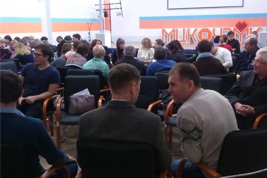 Более 400 экспертов собрались в Межрегиональном центре компетенций-Чебоксарском электромеханическом колледже, чтобы обсудить вопросы подготовки к чемпионату и оценить свои силы в соревновательной части мероприятия.