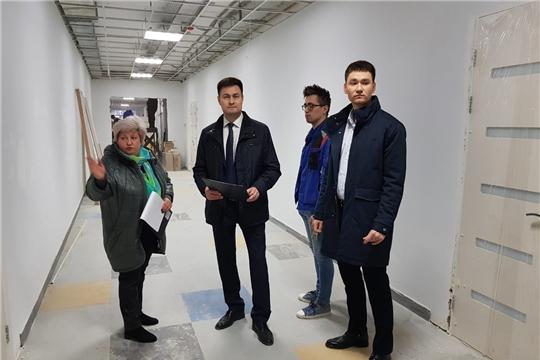 И.о. министра Сергей Яковлев ознакомился с ходом капитального ремонта нового здания Центра «Эткер»