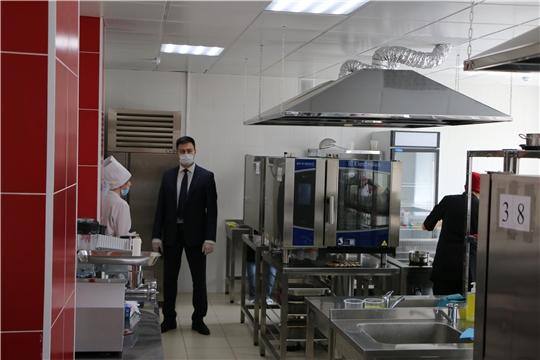 Министр Сергей Яковлев посетил Чебоксарский экономико-технологический колледж