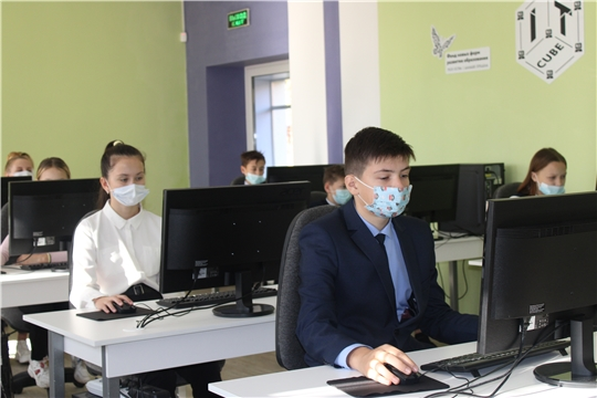 """В рамках нацпроекта """"Образование"""" школьники постигают азы программирования и создания настоящих компьютерных программ"""