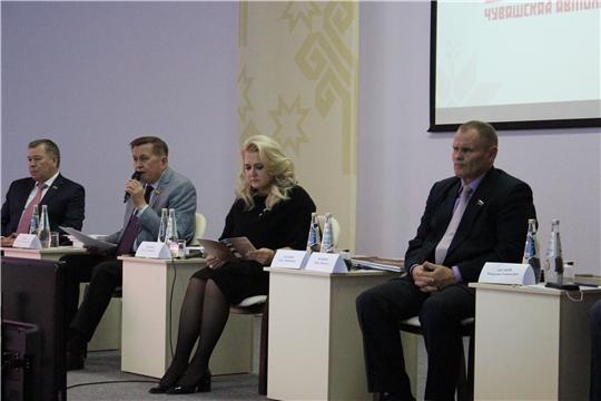 В Чебоксарах обсудили развитие национальной государственности чувашского народа.