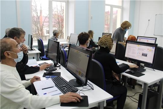 IT-куб.Канаш знакомит людей пожилого возраста с цифровыми технологиями