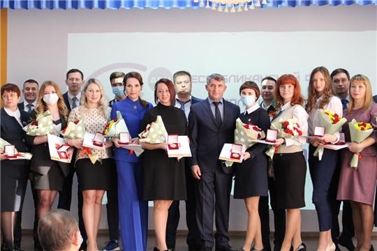 Волонтеры Чувашии получили Памятную медаль Президента России Владимира Путина