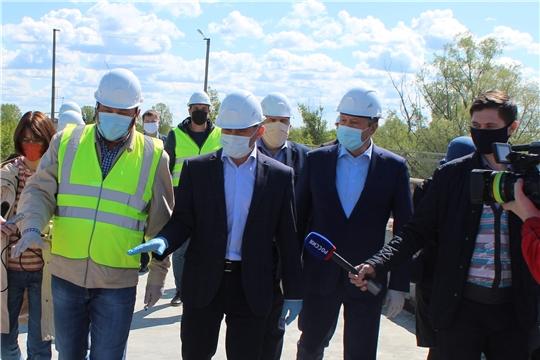 В рамках рабочей поездки врио Главы Чувашии Олег Николаев ознакомился с ходом капитального ремонта моста через реку Сура