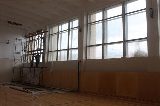 В спортзале Порецкого районного Дворца культуры ведется замена окон