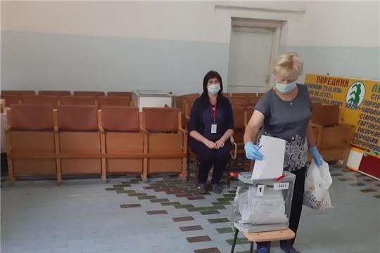 В Порецком районе продолжается голосование по поправкам в Конституцию РФ