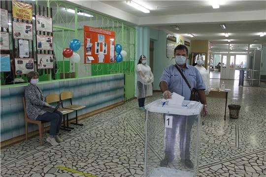 В основной день голосования по поправкам в Конституцию РФ все избирательные участки Порецкого района приступили к работе