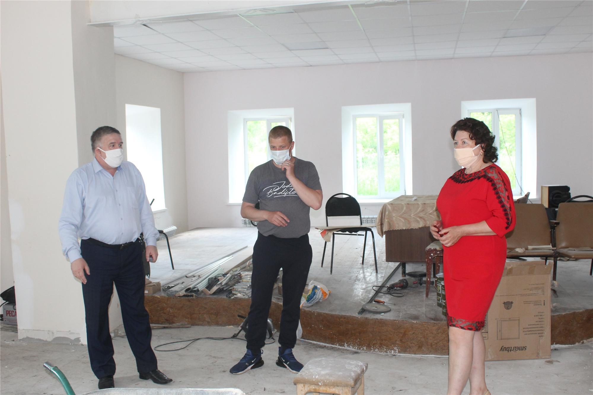 Глава администрации Порецкого района Евгений Лебедев ознакомился с ходом ремонтных работ в Анастасовском сельском клубе