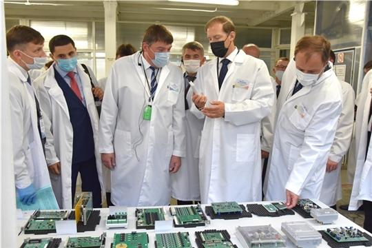 Министр промышленности и торговли РФ Денис Мантуров видит прогресс в развитии потенциала промышленности Чувашии